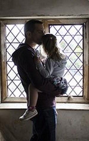 поцелуй отца для девочки