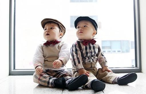 спокойствие и послушание близнецов